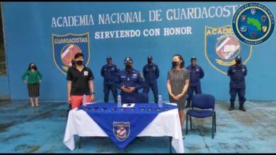 Photo of Empresaria hotelera de Quepos dona mascarillas para oficiales de la Academia de Guardacostas